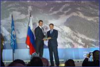 Generalni Sekretar OKS Djordje Visacki prima nagradu MOKa